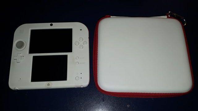 Consola Nintendo 2DS con Cargador