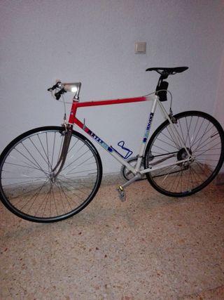 bicicleta carreras con manillar de paseo