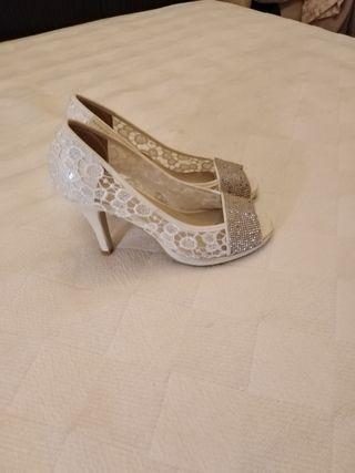 zapatos nuevos de novia