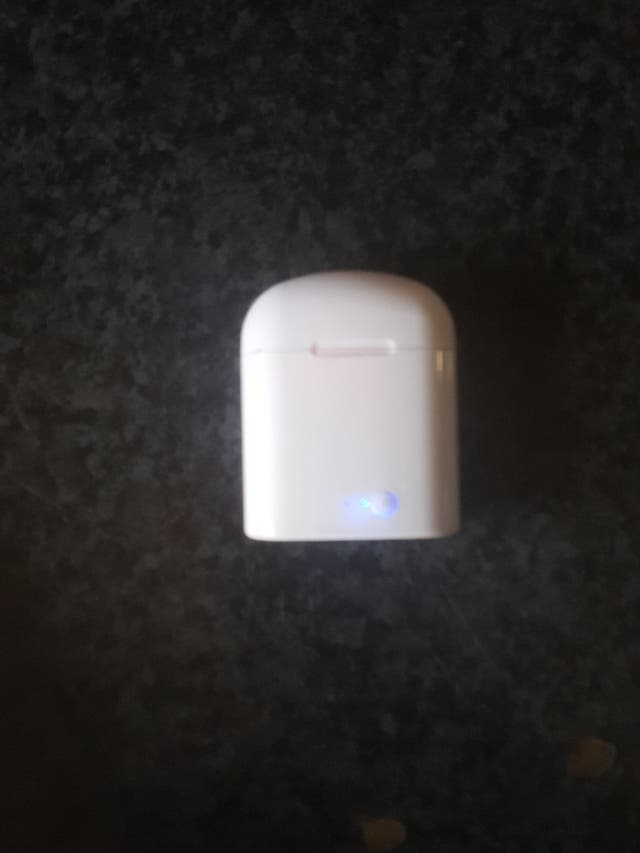 Air Pods (faux)