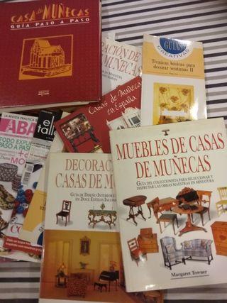 Casa de muñecas. Revistas y libros