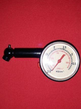 Medidor analógico de presión de neumáticos