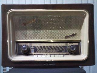 RADIO DE VÁLVULAS TELEFUNKEN OPERETTA A-1846