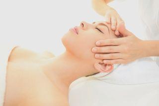 Masaje facial y de manos