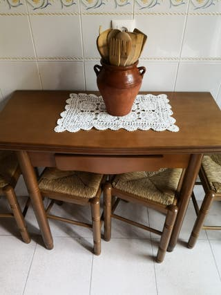 Mesa cocina y taburetes