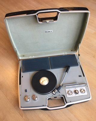 Tocadiscos Colt Vintage maletín años 60
