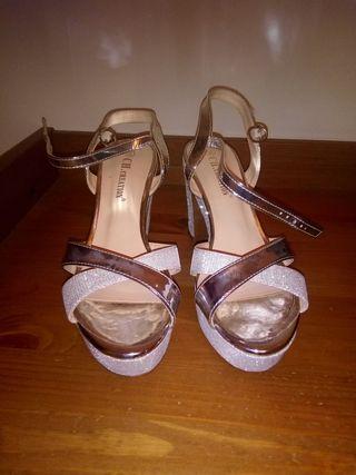 zapatos de tacón no muy alto