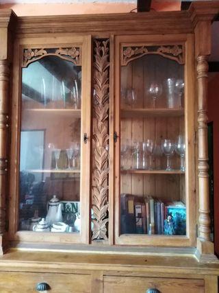 vidriera con estanteria