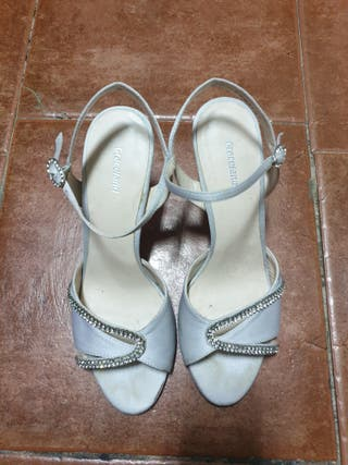 Sandalias grises