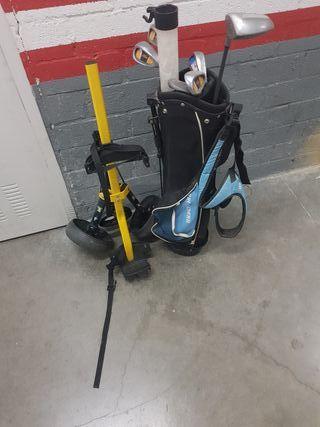 Palos de golf y carrito con su bolsa para niños