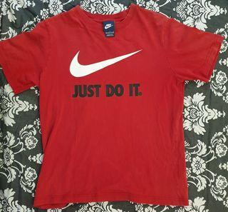 Camiseta Nike roja mujerniño de segunda mano por 7 € en