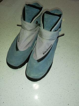 Botas Salomón clásicas azules, muy poco uso