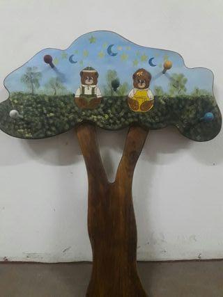 Perchero en forma de árbol