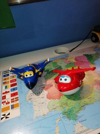 Dos aviones Super wings.
