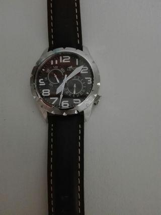 Reloj Lotus caballero.