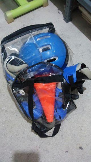 Patines + casco + protecciones + triangulos