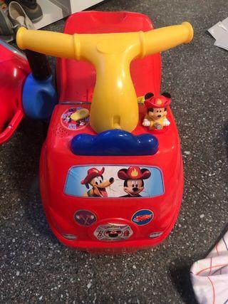 Correpasillos Mickey Mouse bombero