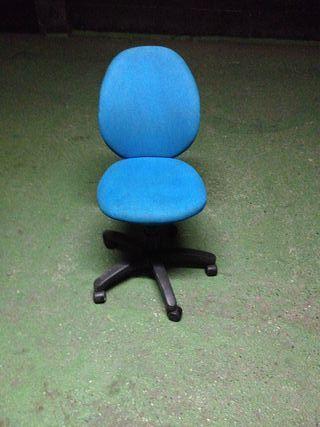 silla azul sin apollabrazos + mesa oficina