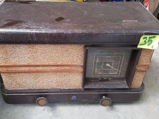 antigua radio a válvulas radiola