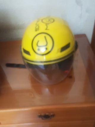 casco muving Amarillo muy bonito