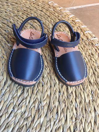 Sandalias menorquinas de piel. Talla 21