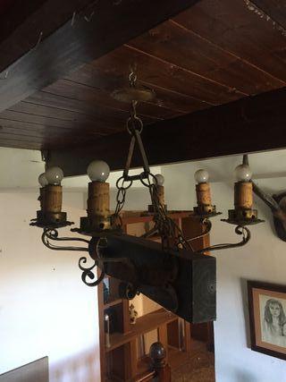 Lámpara antigua estilo medieval