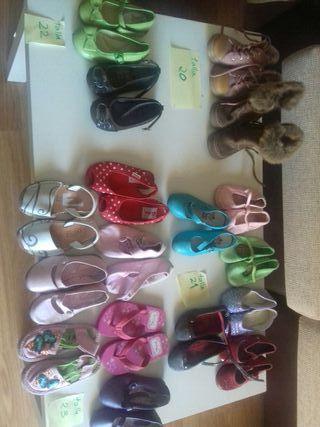 17 pares de zapatos niña tallas 20 a 23