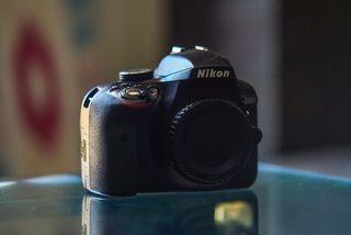 Nikon D3300 + Nikon 18-55mm f/3.5-5.6 + 2 baterías