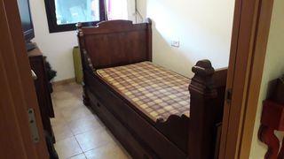 cama antigua de madera de pino