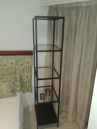 estanteria metálica con baldas de cristal