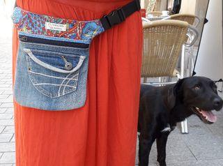 Riñonera bandolera bolso upcycled doble bolsillo