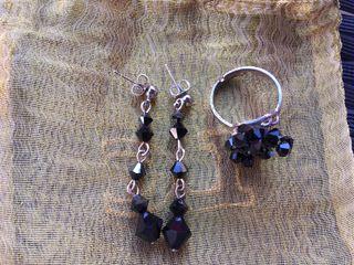 Conjunto negro anillo y pendientes