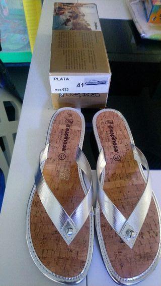 sandalias plateadas NUEVAS t 41 (tallan como 40)