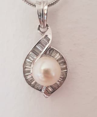 Vintage 18K white gold with Diamonds and pearl