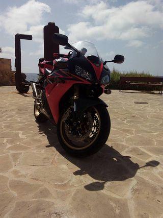 MOTO HONDA CBR 1000RR