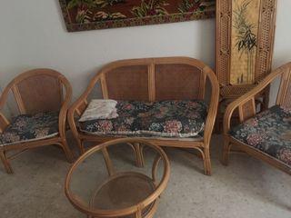 Juego de sofá dos sillones mesa centro y biombo