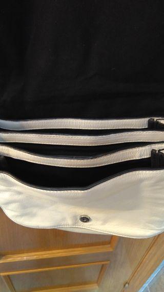 Bolso Zara piel color blanco con tachuelas