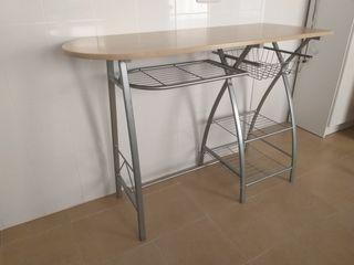 Mesa cocina con estantes