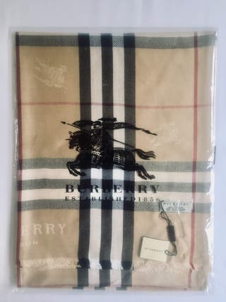 BNWT giant Burberry icon check scarf