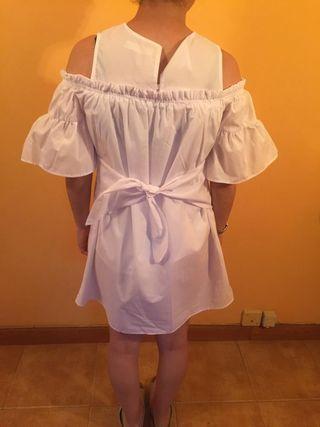 vestido blanco de Zara con un uso