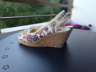 Sandalias de cuña de flores