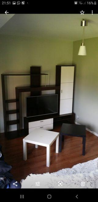 mueble y mesa de salón con 4 sillas