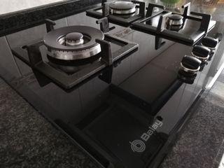 Encimera de gas Balay de cristal negro.