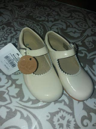 zapatos niña beige talla 24 marca Ots