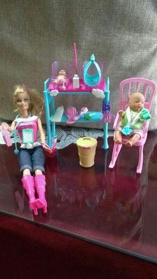 Muñeca Barbie más accesorios
