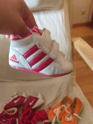 lote de 7 zapatillas de bebé número 17 y 18