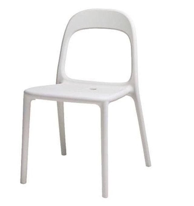 Sillas blancas IKEA.