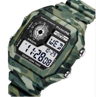 Reloj digital camuflaje. Nuevo.