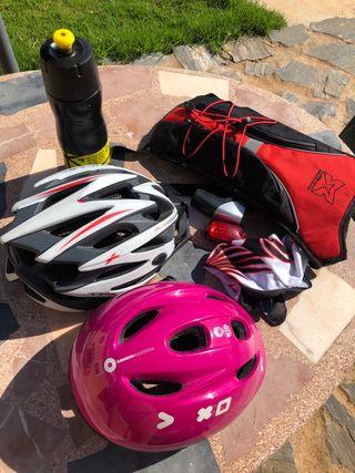 Cascos y mochila bici