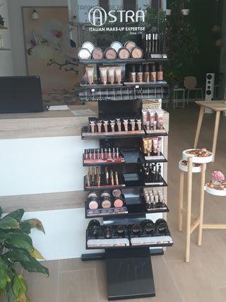 Expositor de maquillaje y productos